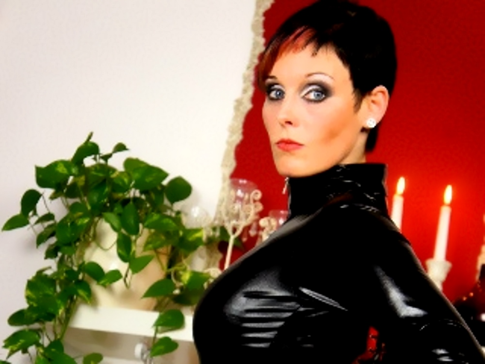 Live TV Erziehung in der Domina Cam Session